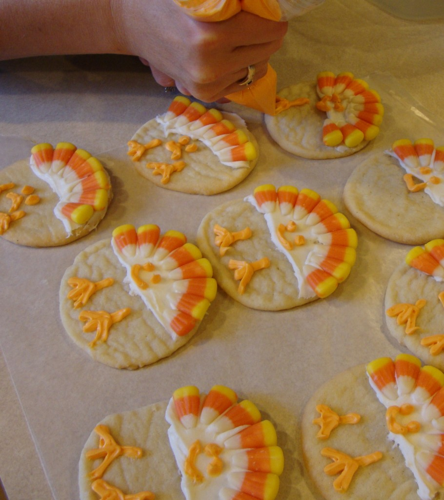 You won't believe how easy these fun Turkey cookies are to make with your kids. They are simple to decorate and great for school parties & family gatherings. #WomenLivingWell #cookies #Thanksgiving #easyrecipes