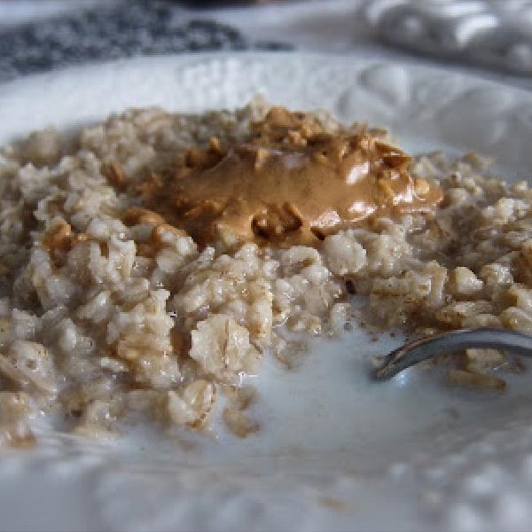 An Ideal Breakfast: Oatmeal With Peanut Butter