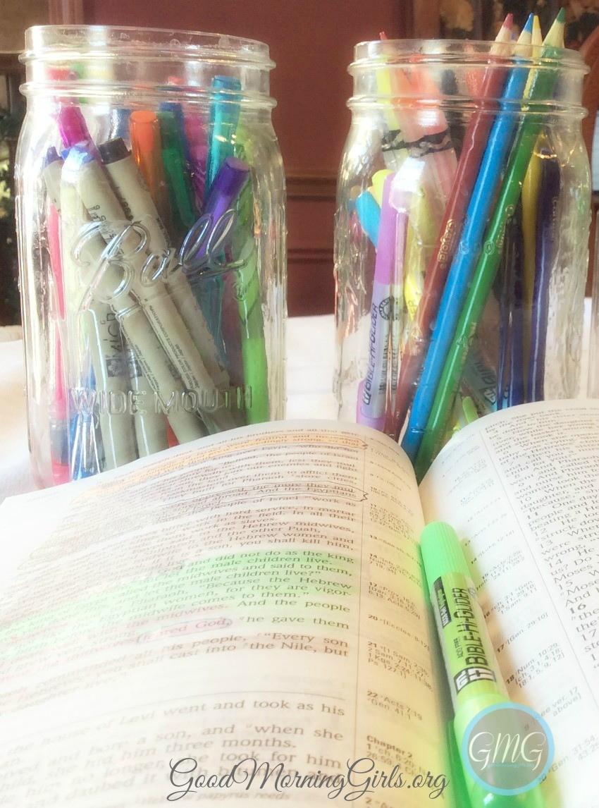 This tutorial on the SOAK Bible Study method and Bible coloring chart will take your daily Bible study to a new level as you take time to soak in God's Word. #GoodMorningGirls #Biblestudy #Women'sBibleStudy #Biblecoloring