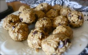 """No-Bake"" Peanut Butter & Chocolate Chip Balls"