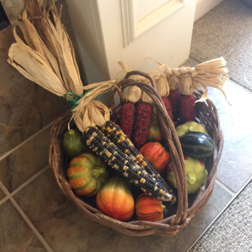 basket-of-pumkins-and-corn